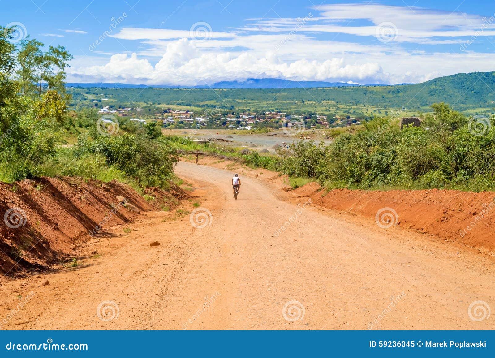 Paisaje del camino en Tanzania