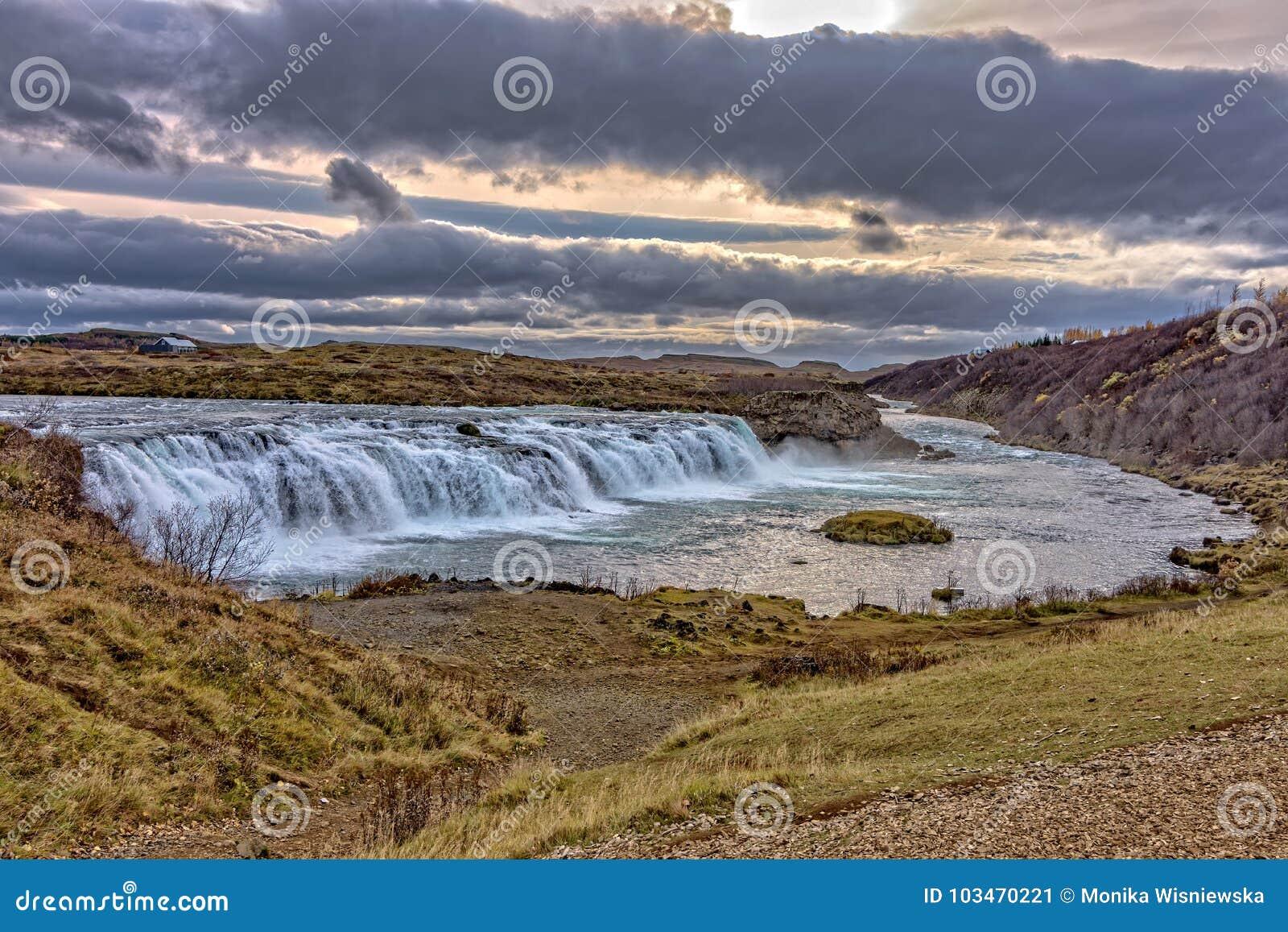 Paisaje del islandés de Faxi Waterfal