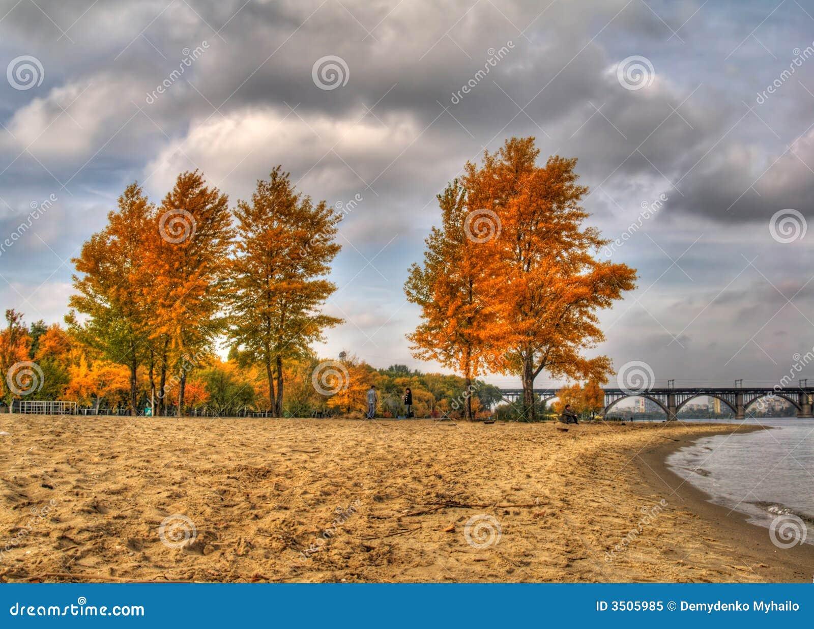 Paisaje del otoño de HDR