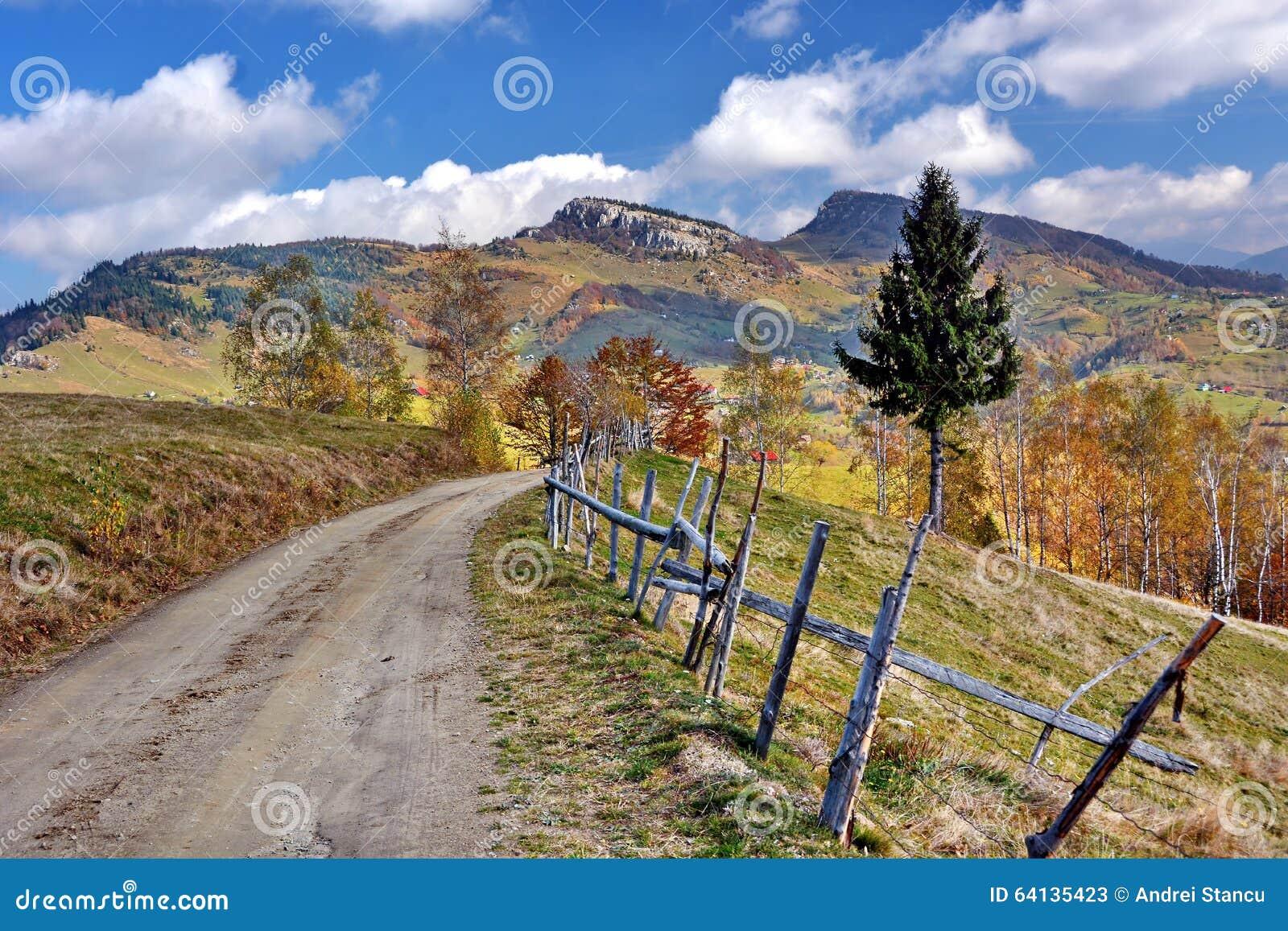 Paisaje del otoño en Rumania