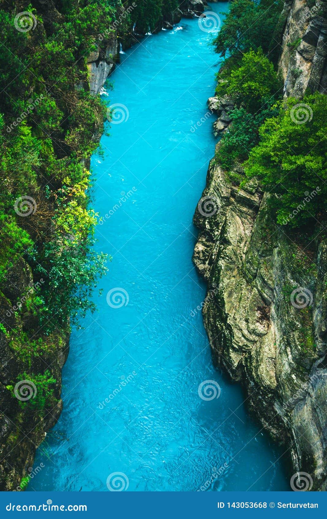 Paisaje del r?o que sorprende del barranco de Koprulu en Manavgat, Antalya, Turqu?a
