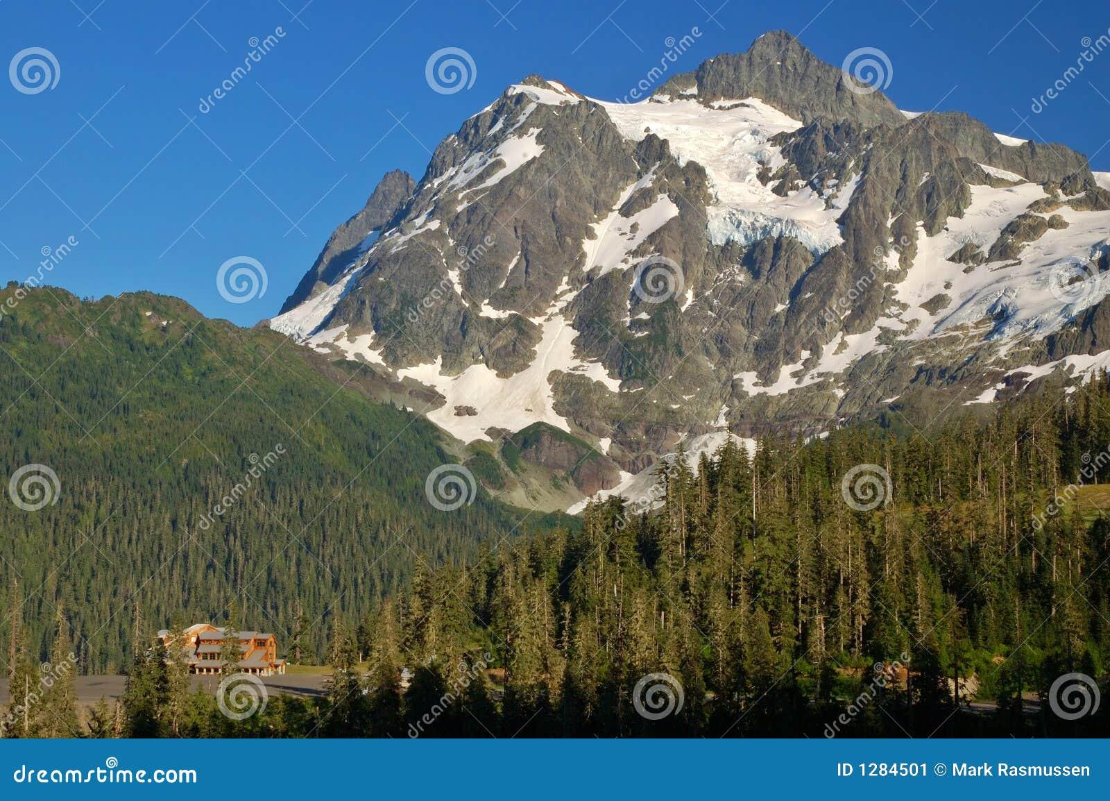Download Paisaje Escénico De La Montaña Imagen de archivo - Imagen de escénico, outdoors: 1284501