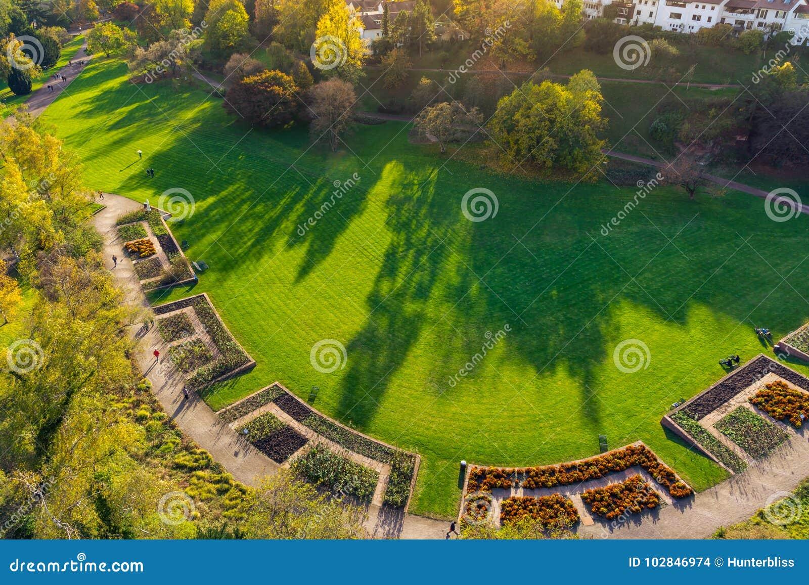 Paisaje herboso al aire libre Autum de Stuttgart Alemania del parque de Killesberg
