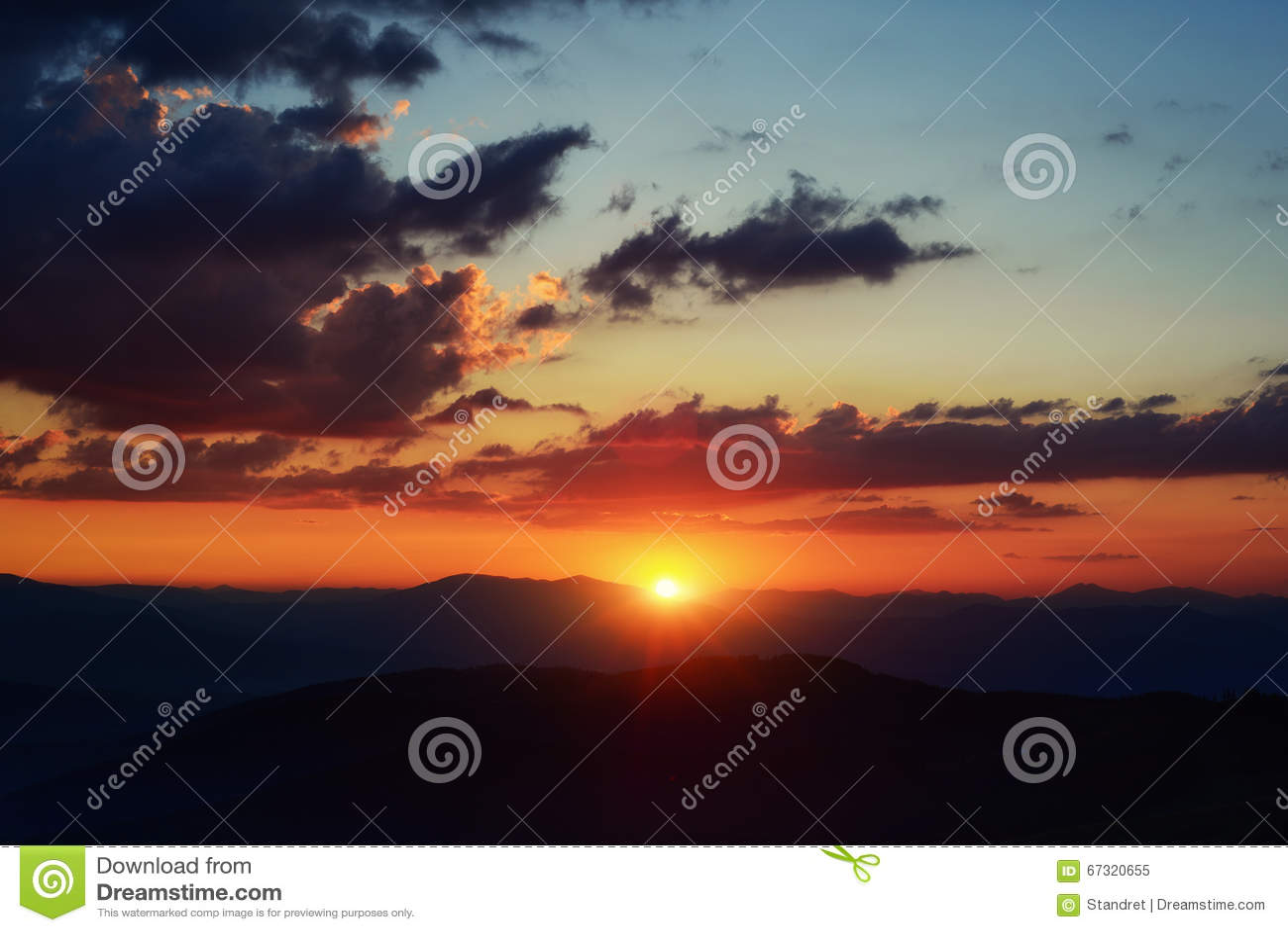 Paisaje marino hermoso cielo colorido con el fondo del sol for Fondo del sol