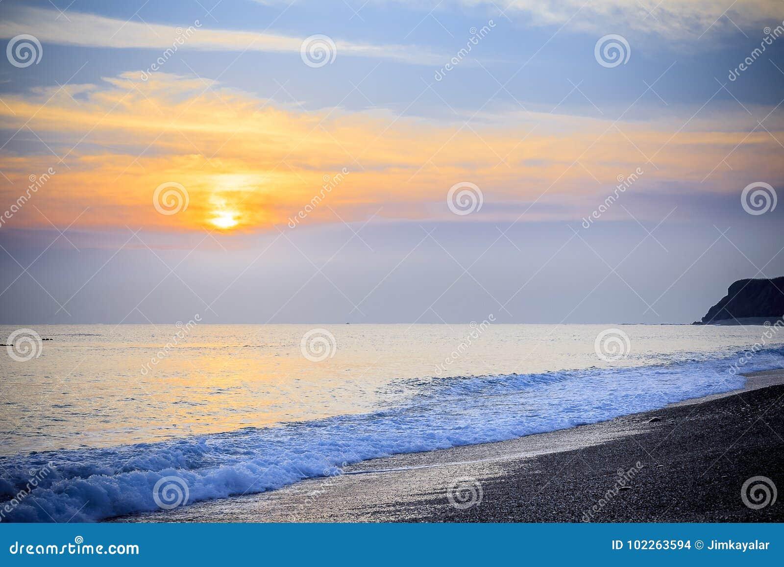 Paisaje marino pacífico del mar del sur de China de la salida del sol de la madrugada