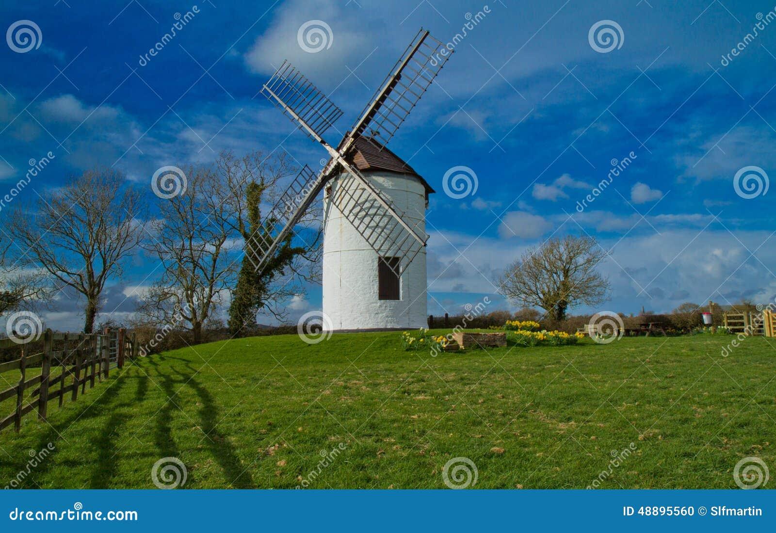 Paisaje rural del molino de viento