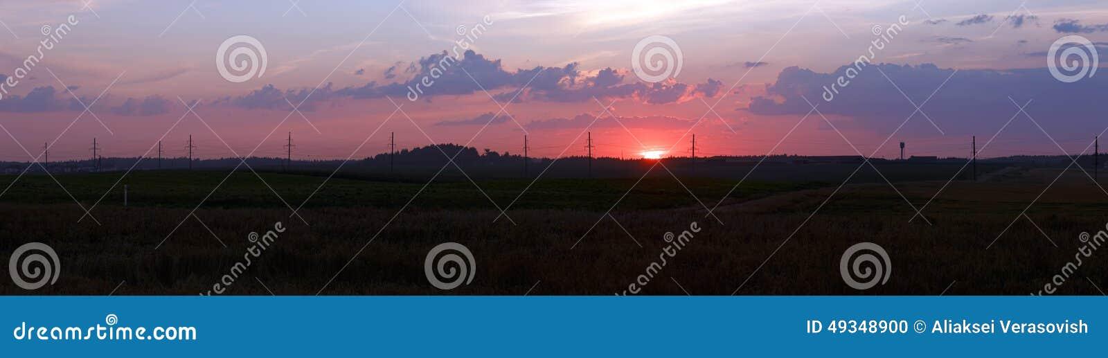 Paisaje rural en la puesta del sol