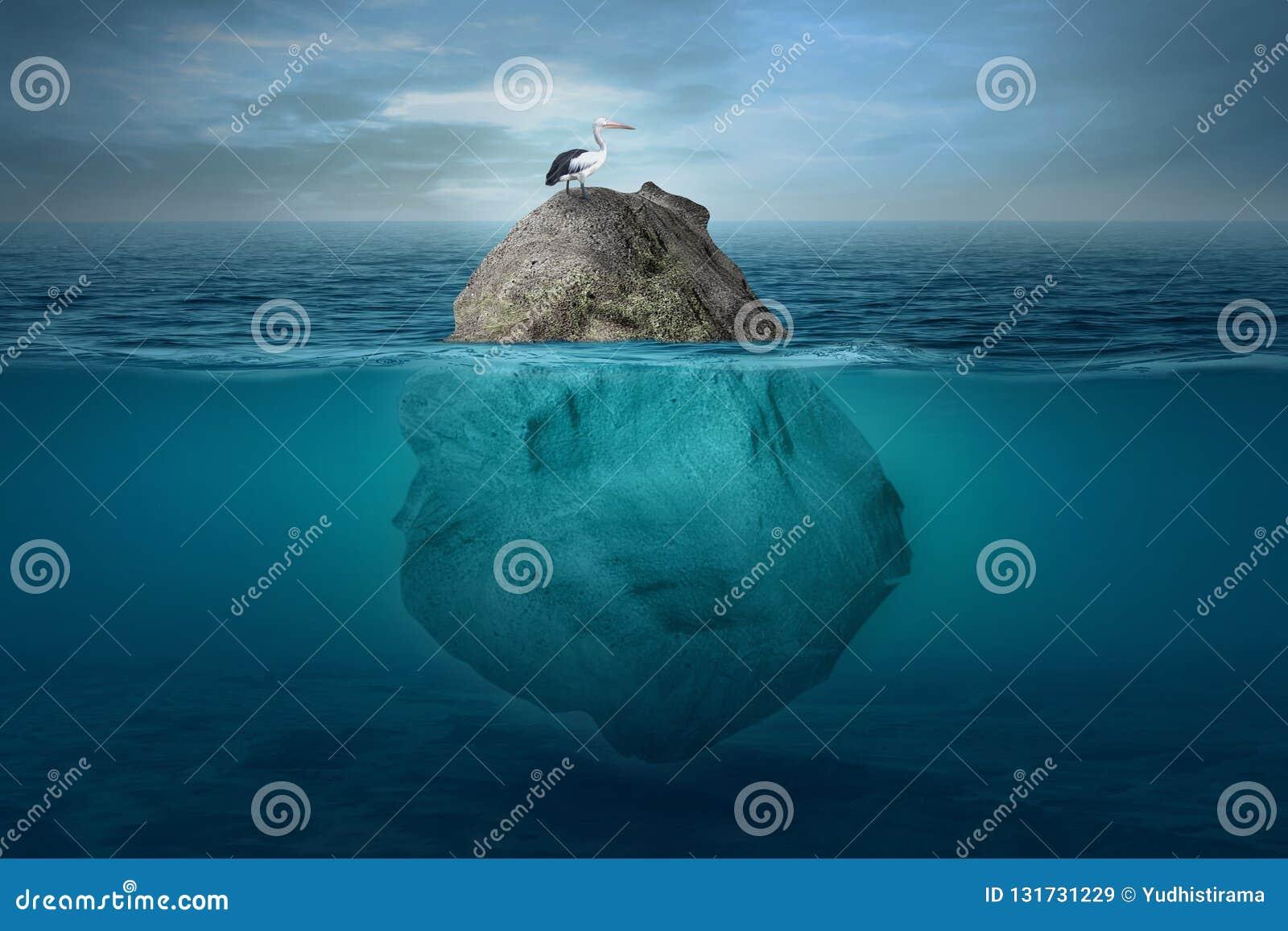 Paisaje subacuático hermoso con una pequeña isla