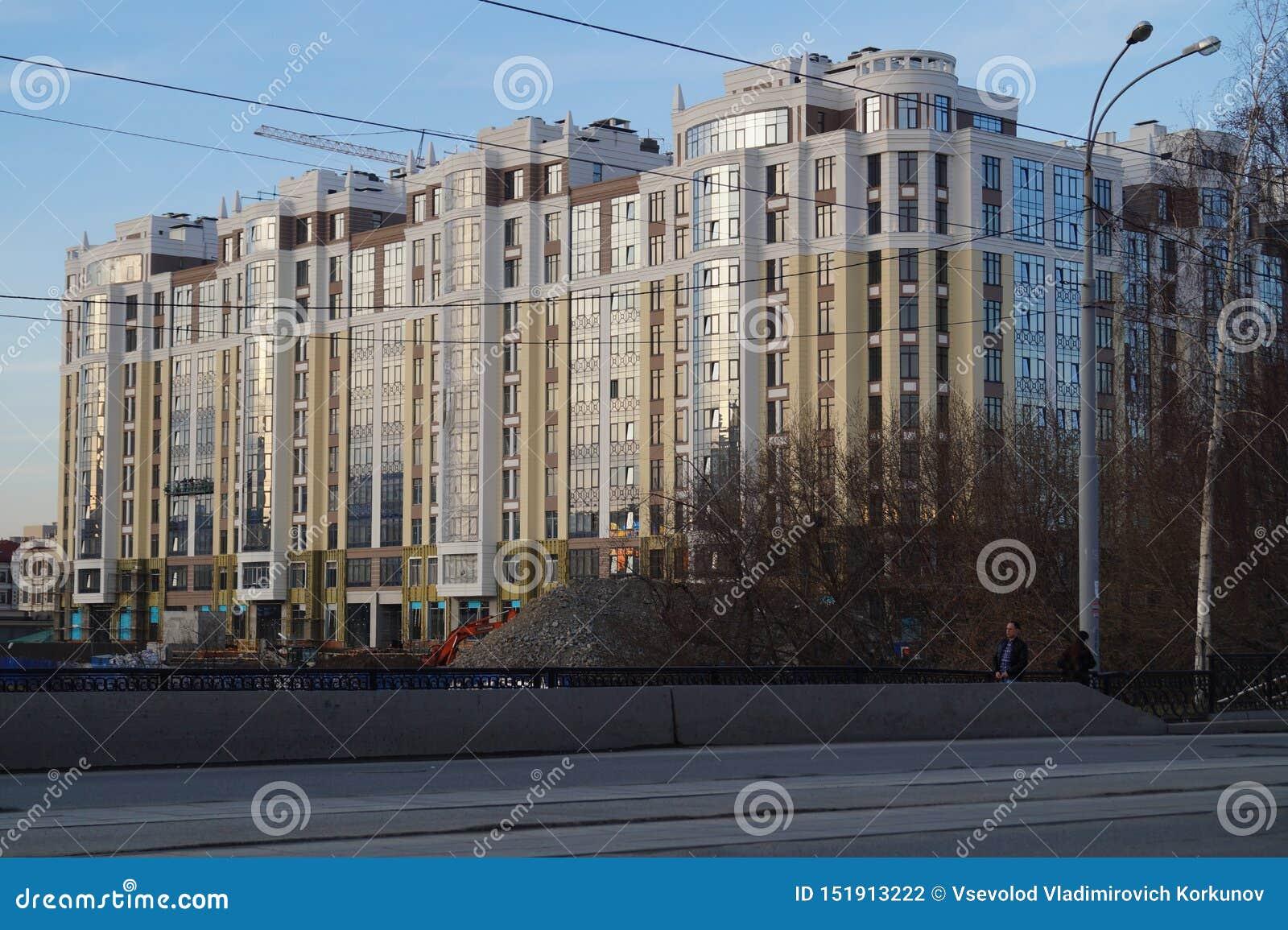 Paisaje urbano: construcción del complejo residencial 'Riviera ', calle de 34a Gorki