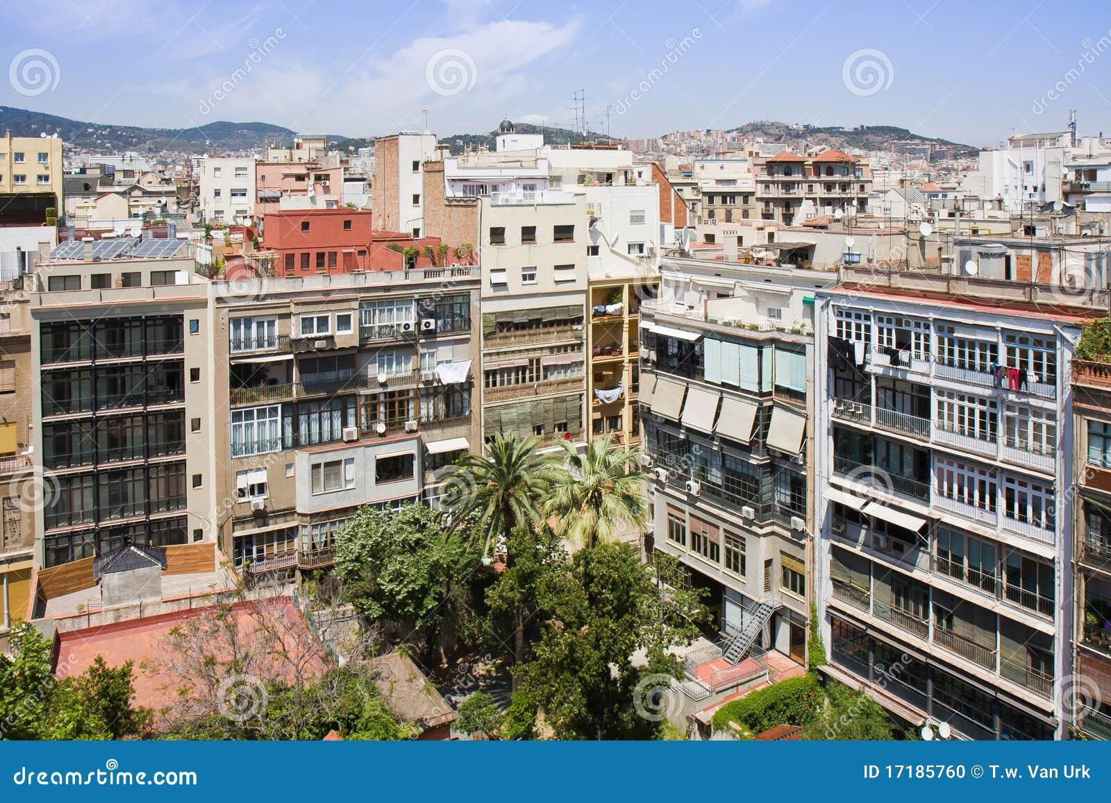 Paisaje urbano de barcelona de la azotea de las casas mila for La azotea de la casa de granada