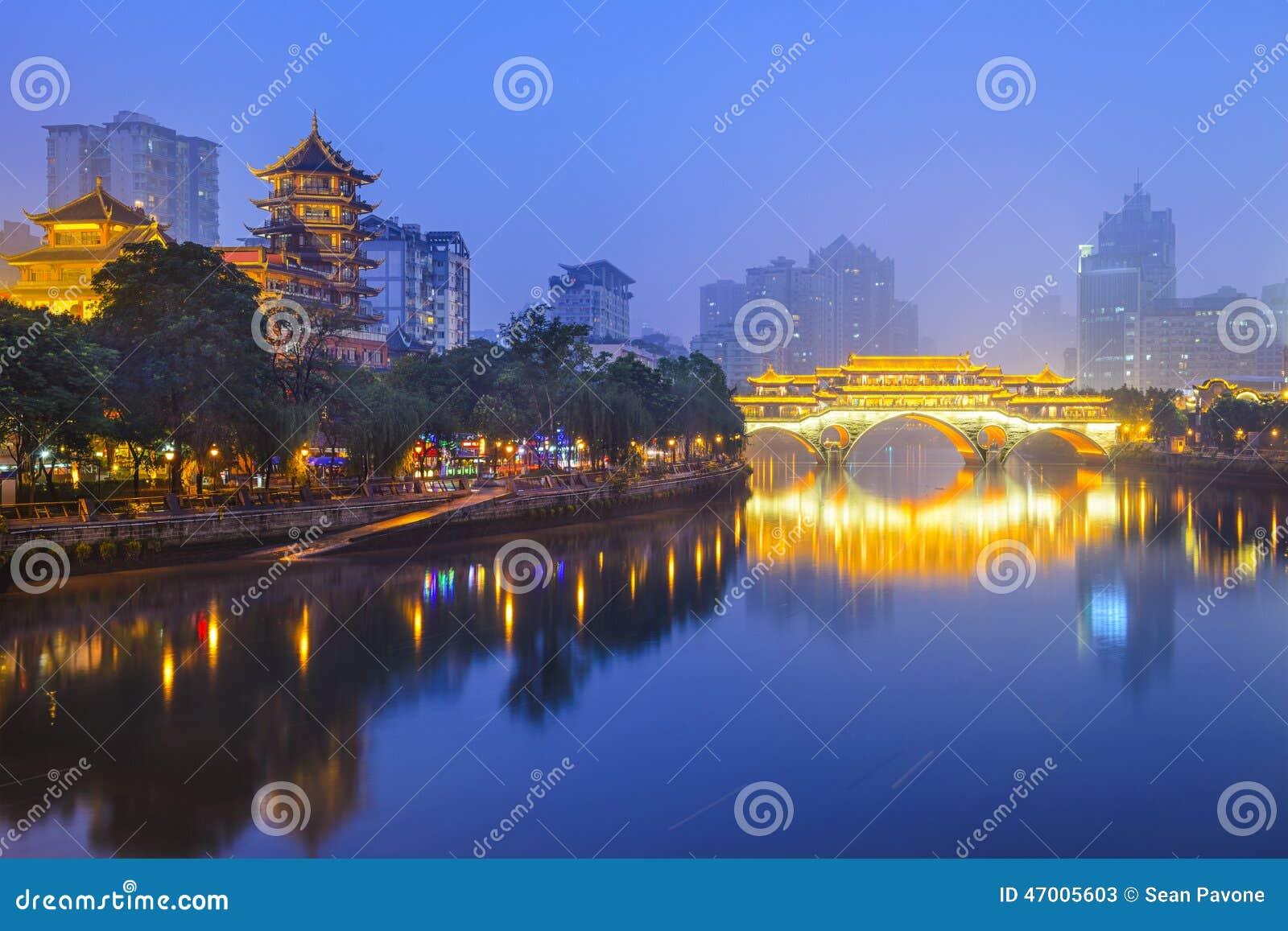 Paisaje urbano de Chengdu, China en Jin River