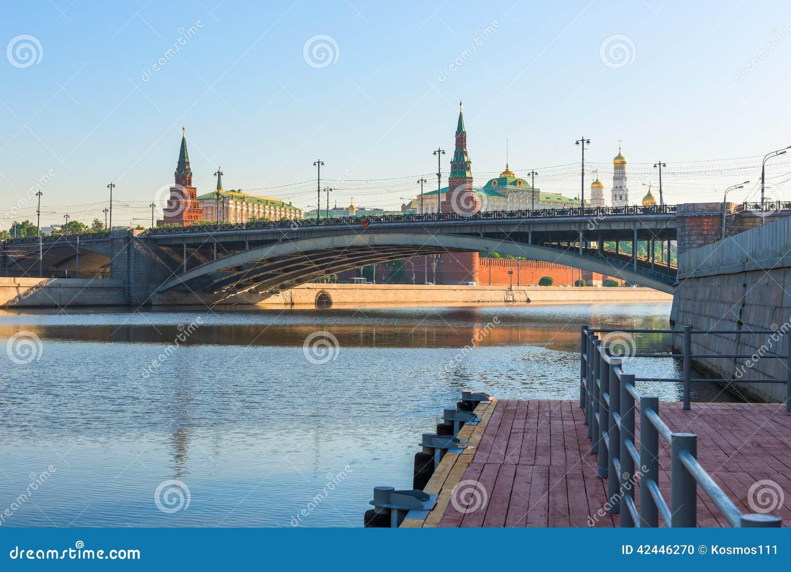 Paisaje urbano de la mañana de Moscú