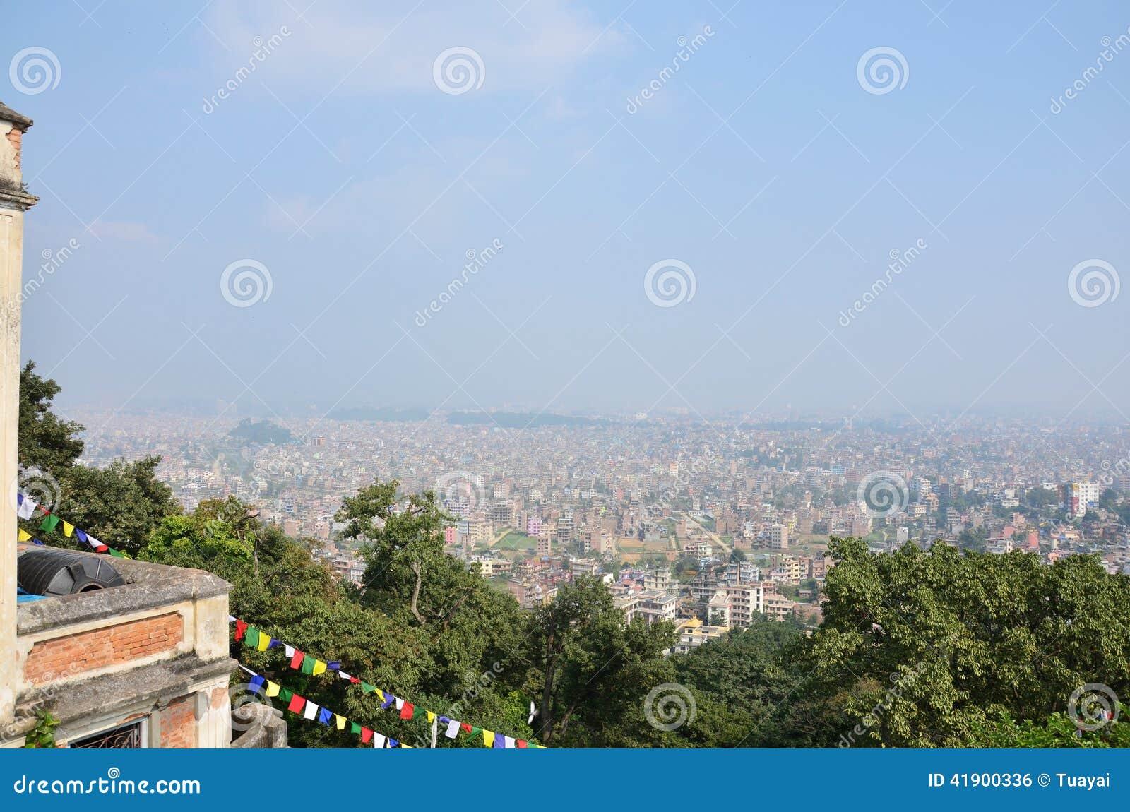 Paisaje urbano de la mirada de Katmandu Nepal en el templo de Swayambhunath