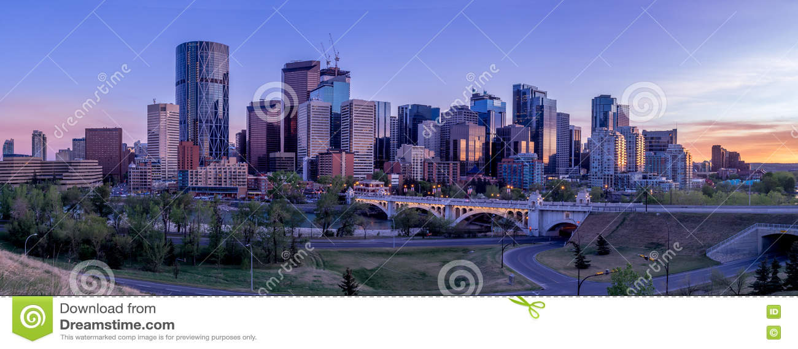 Paisaje urbano de la noche de Calgary, Canadá