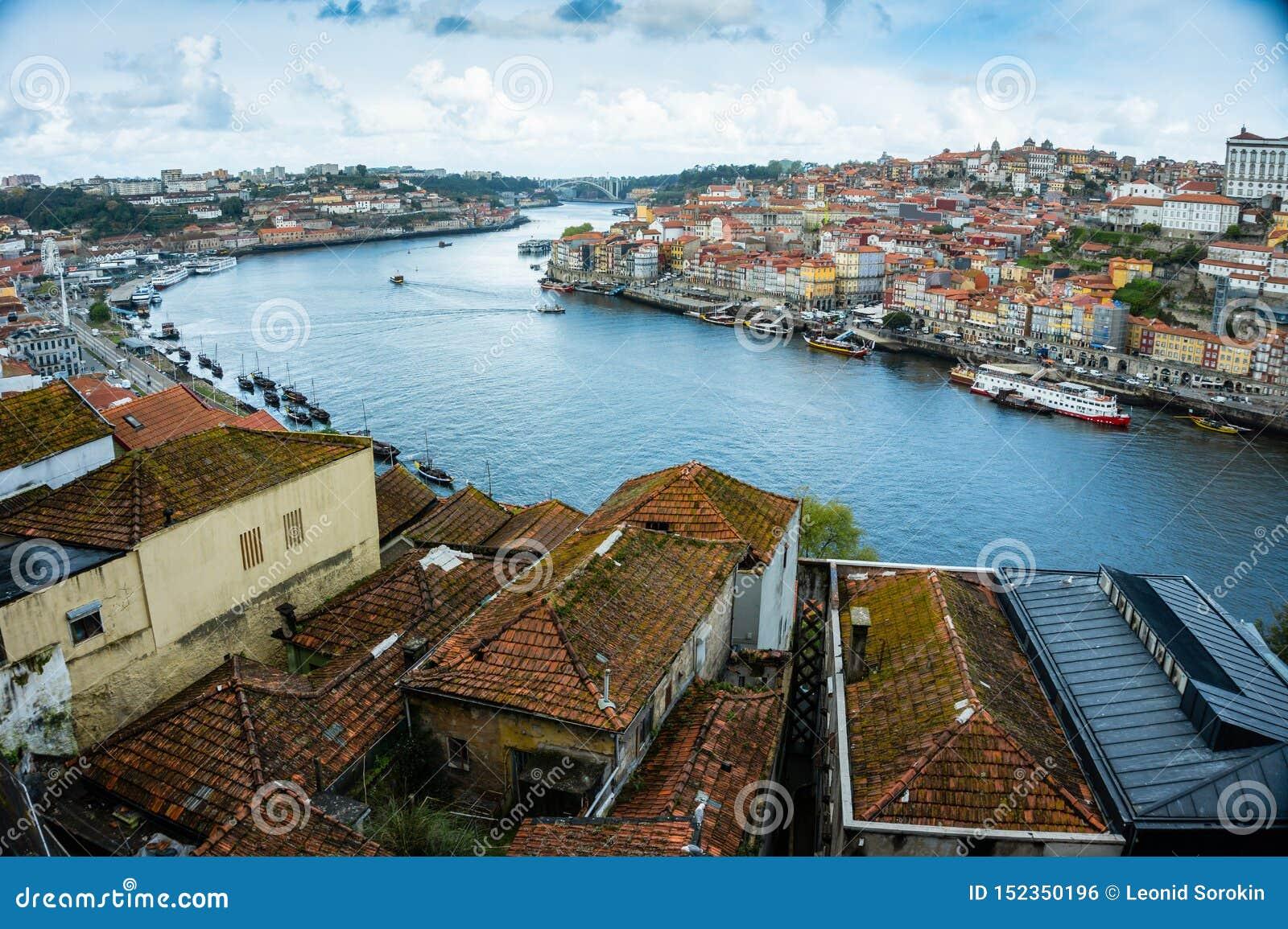 Paisaje urbano de Oporto, vista de la ciudad europea vieja