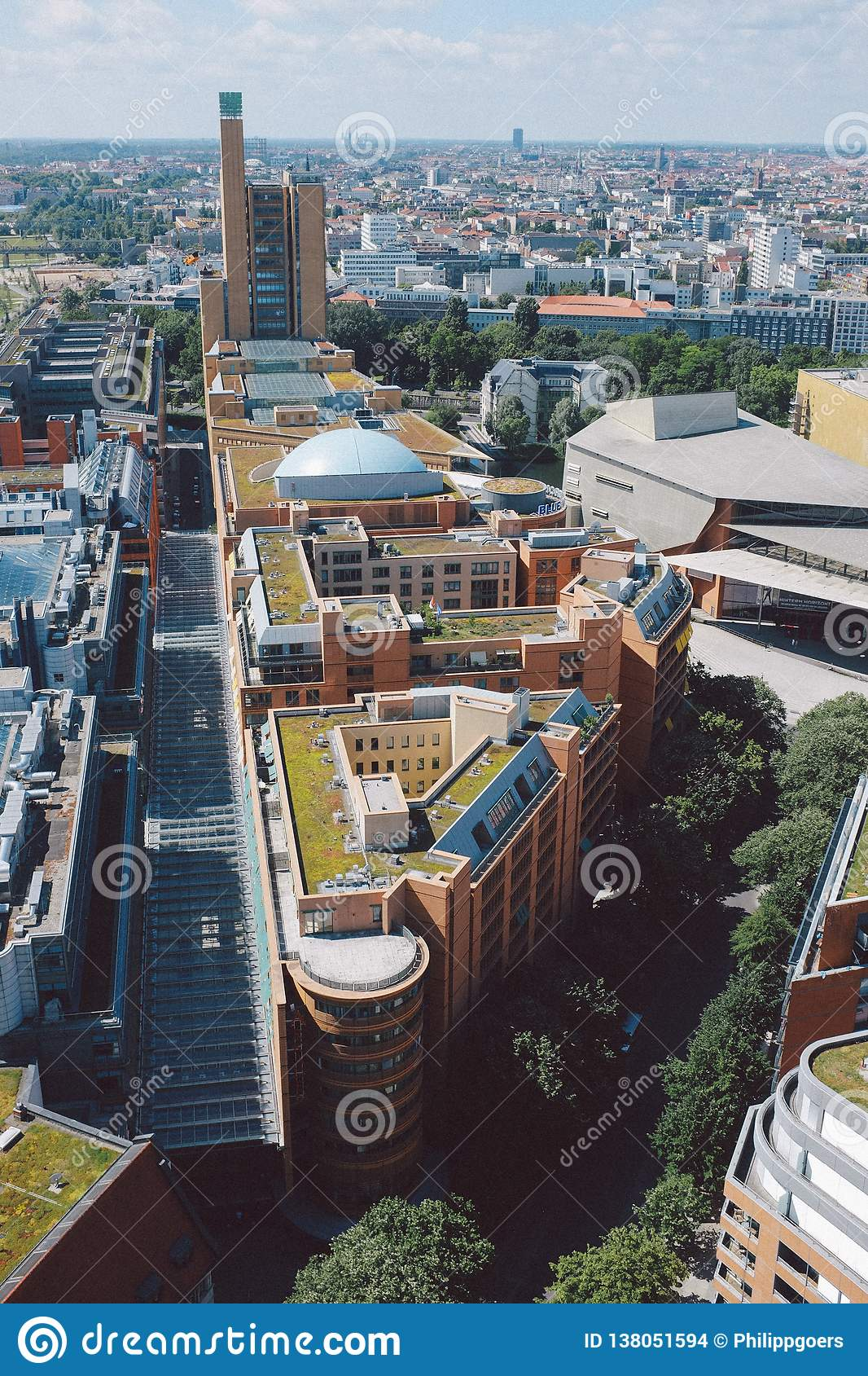Paisaje urbano desde arriba en el cuadrado de Potsdam en Berlín
