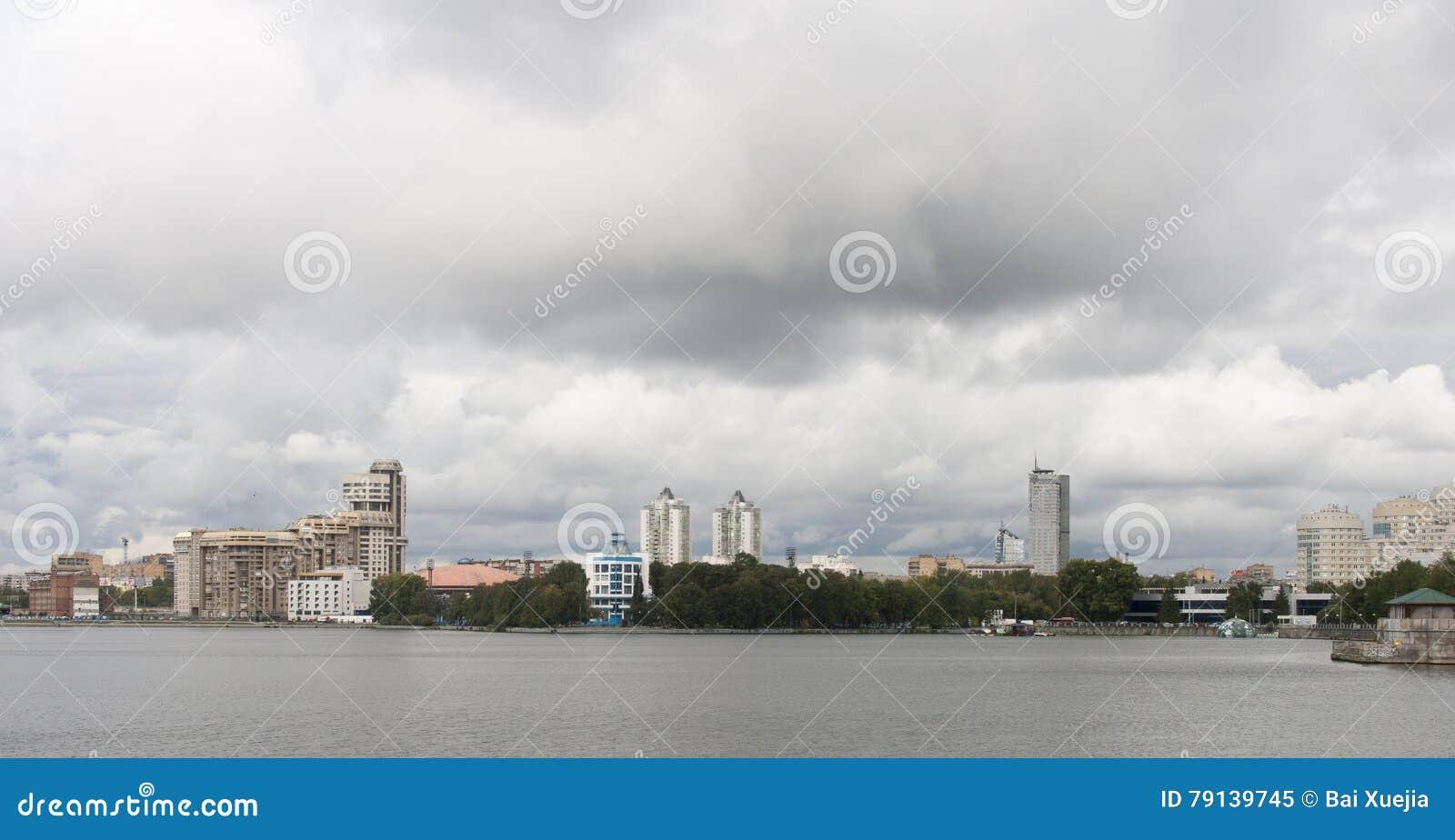 Paisaje urbano en Ekaterimburgo, Federación Rusa