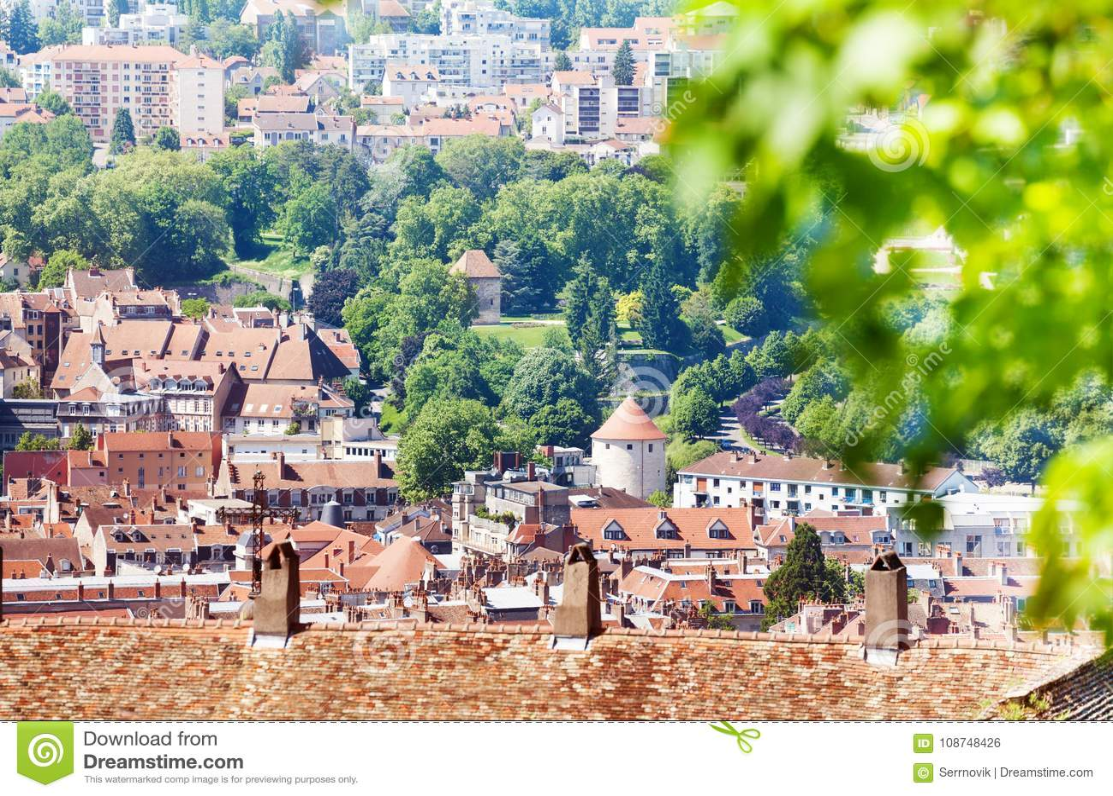 Paisaje urbano hermoso de Besanzón en verano, Francia