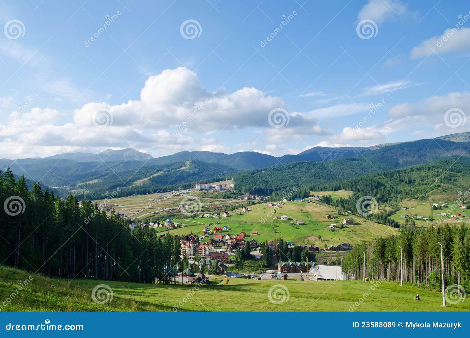 Paisaje verde de la montaña