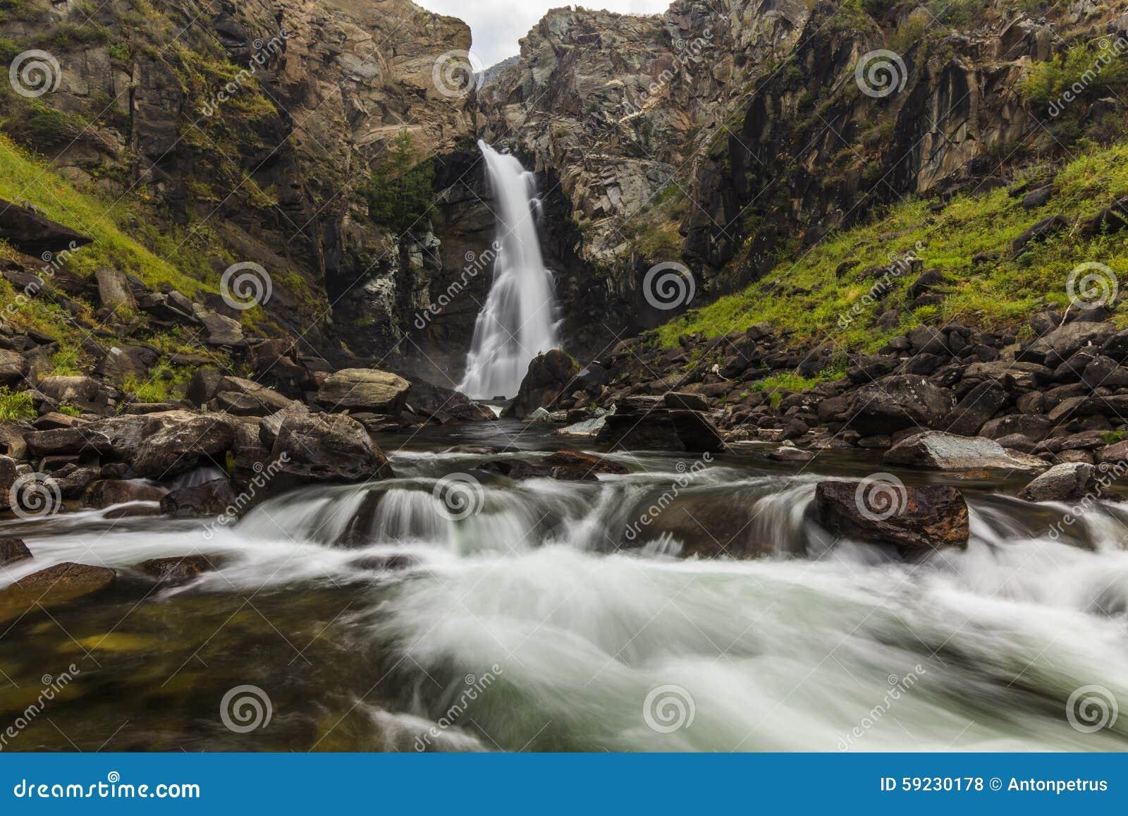 Download Paisaje Y Cascada De La Montaña Foto de archivo - Imagen de gotas, cascada: 59230178