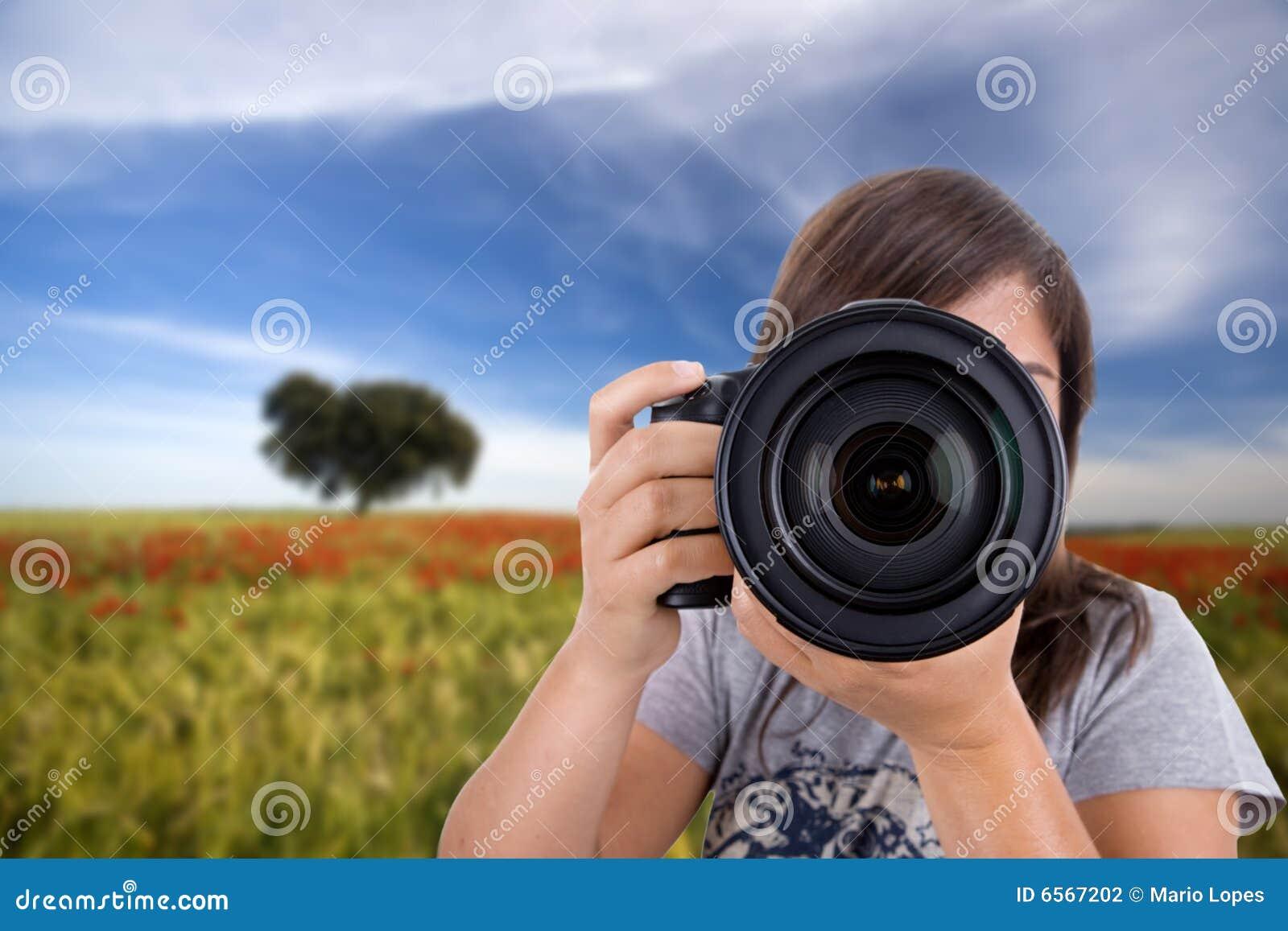 Paisajes de fotografía de la mujer joven