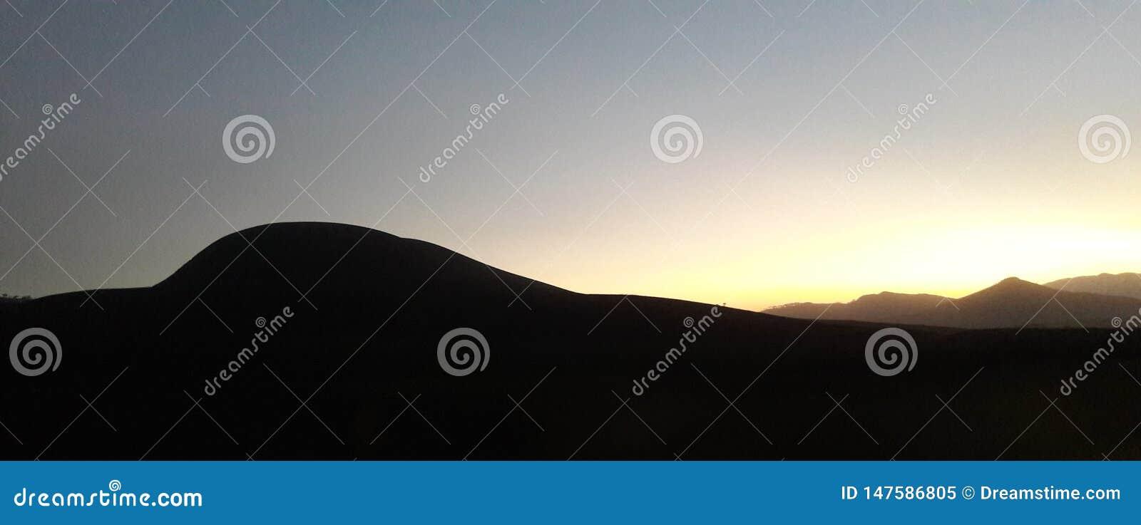 Paisajes hermosos de la puesta del sol