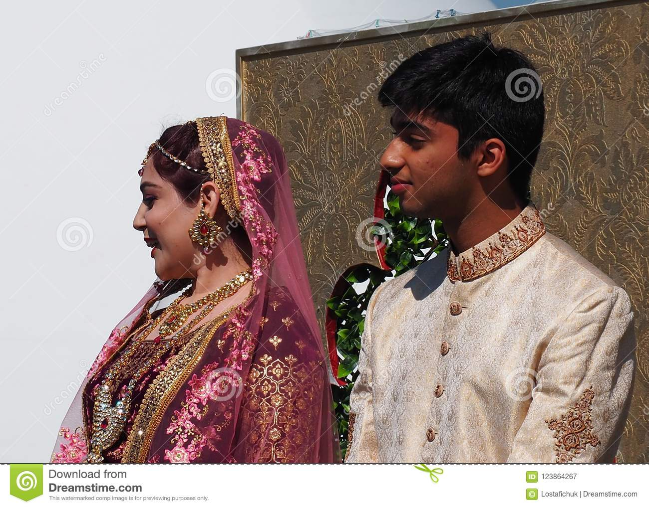 Pakistani Wedding Dress Bride And Groom | Saddha