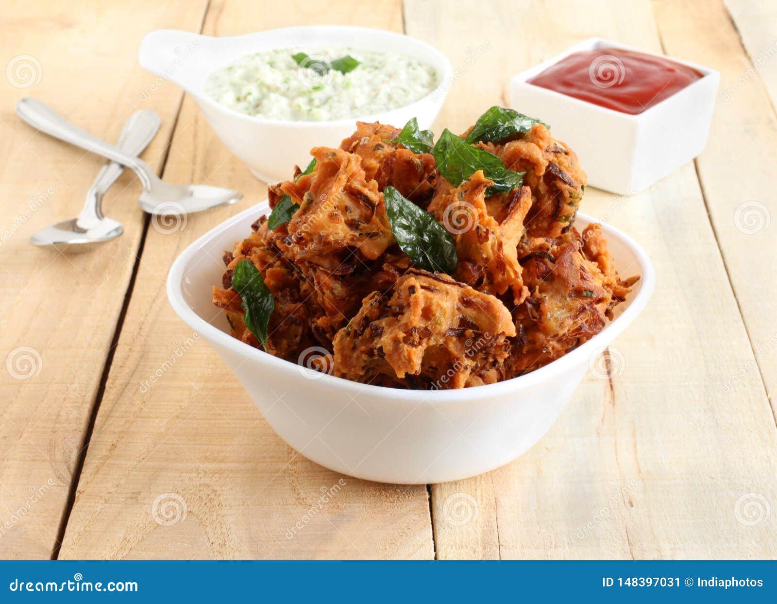Pakoda Traditionele en Populaire Indische Vegetarische Snack in een Kom
