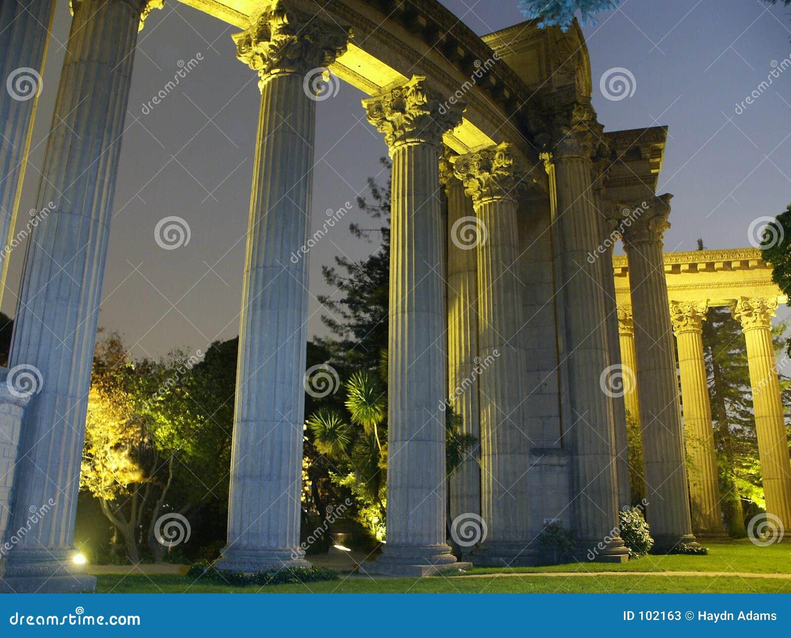 Palácio das belas artes na noite