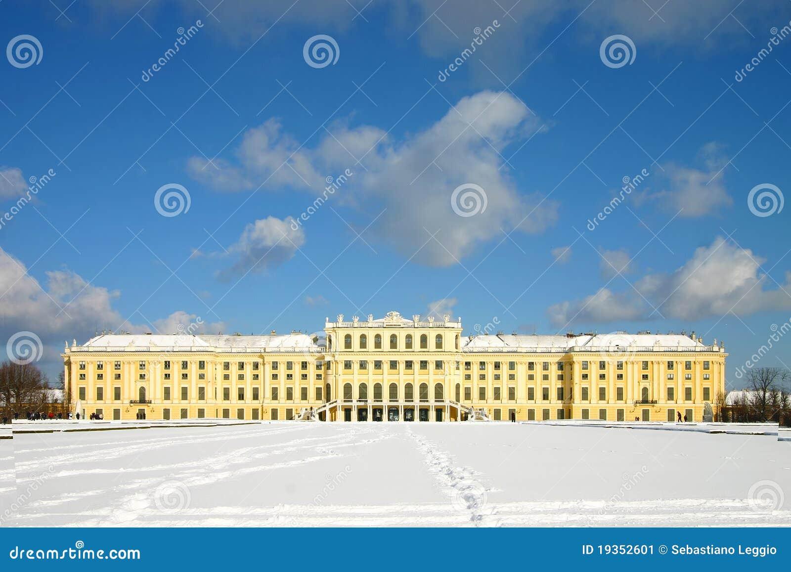 Palácio de Schoenbrunn sob a neve