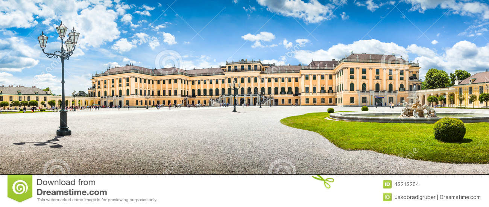 Palácio de Schonbrunn na entrada principal em Viena, Áustria