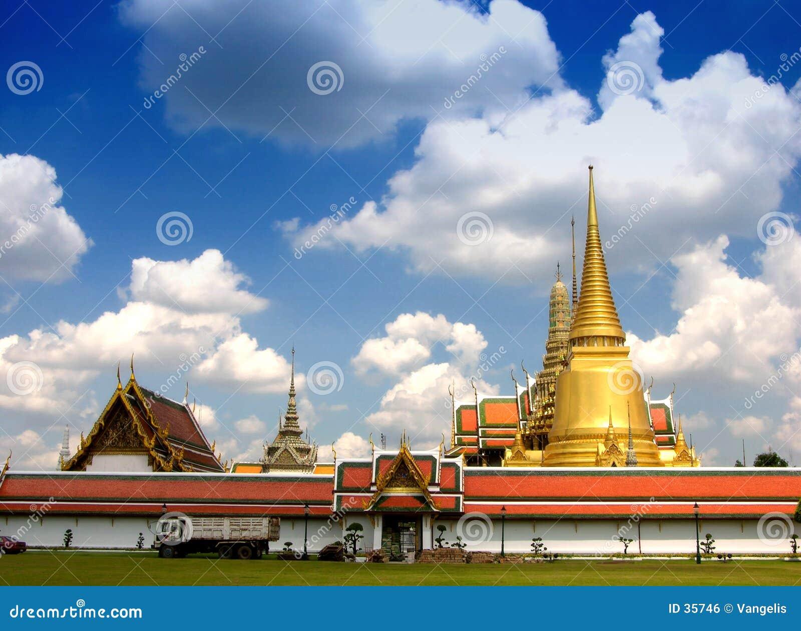 Palácio grande fabuloso e Wat Phra Kaeo - Banguecoque, Tailândia 3