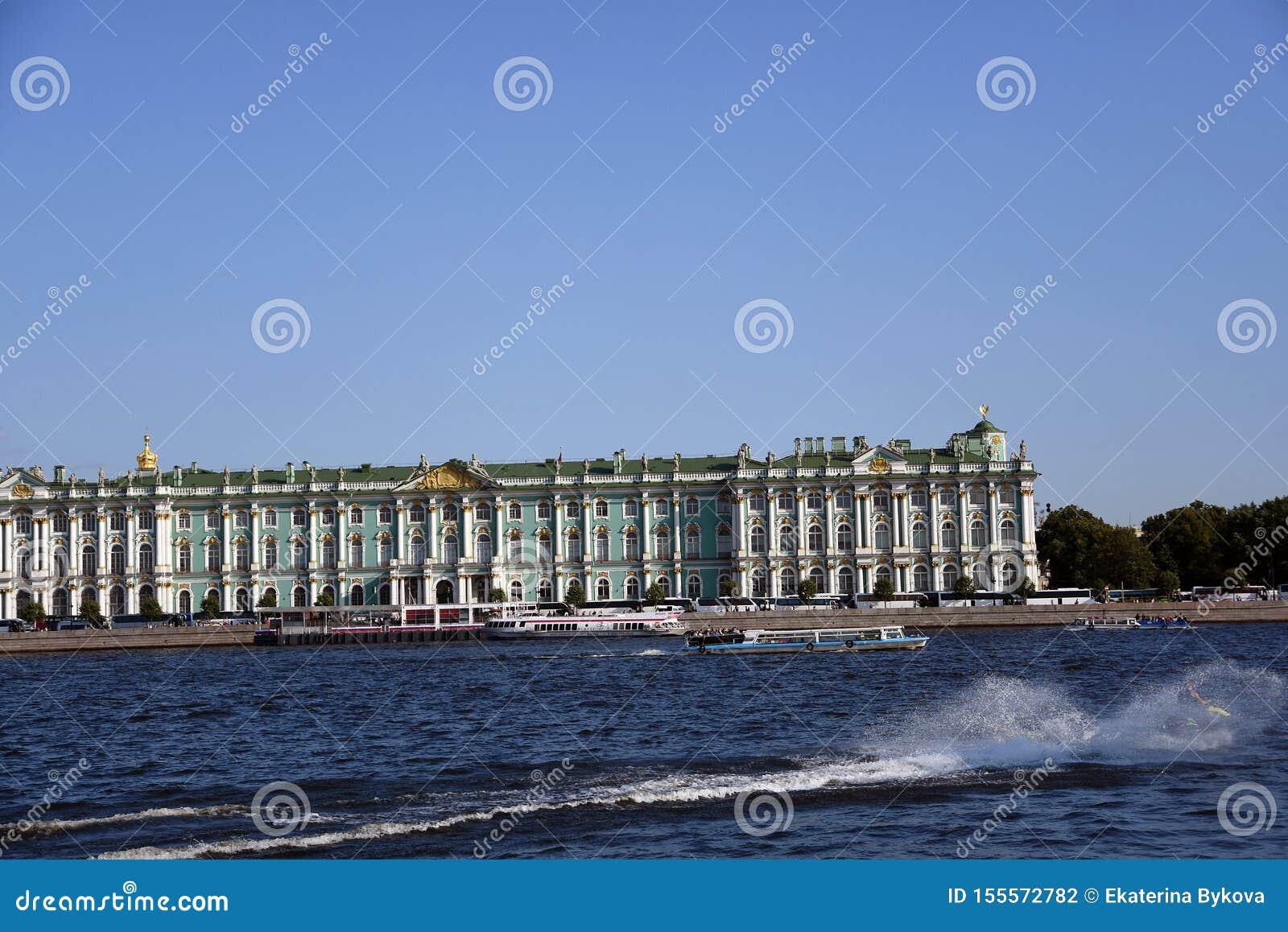 Pal?cio do inverno do museu de eremit?rio em St Petersburg, R?ssia