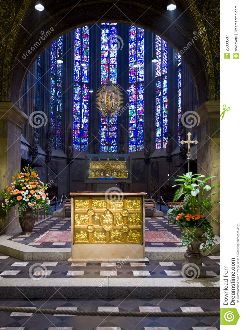 Pala d 39 oro gold altar in aachen cathedral stock image for Pala de oro