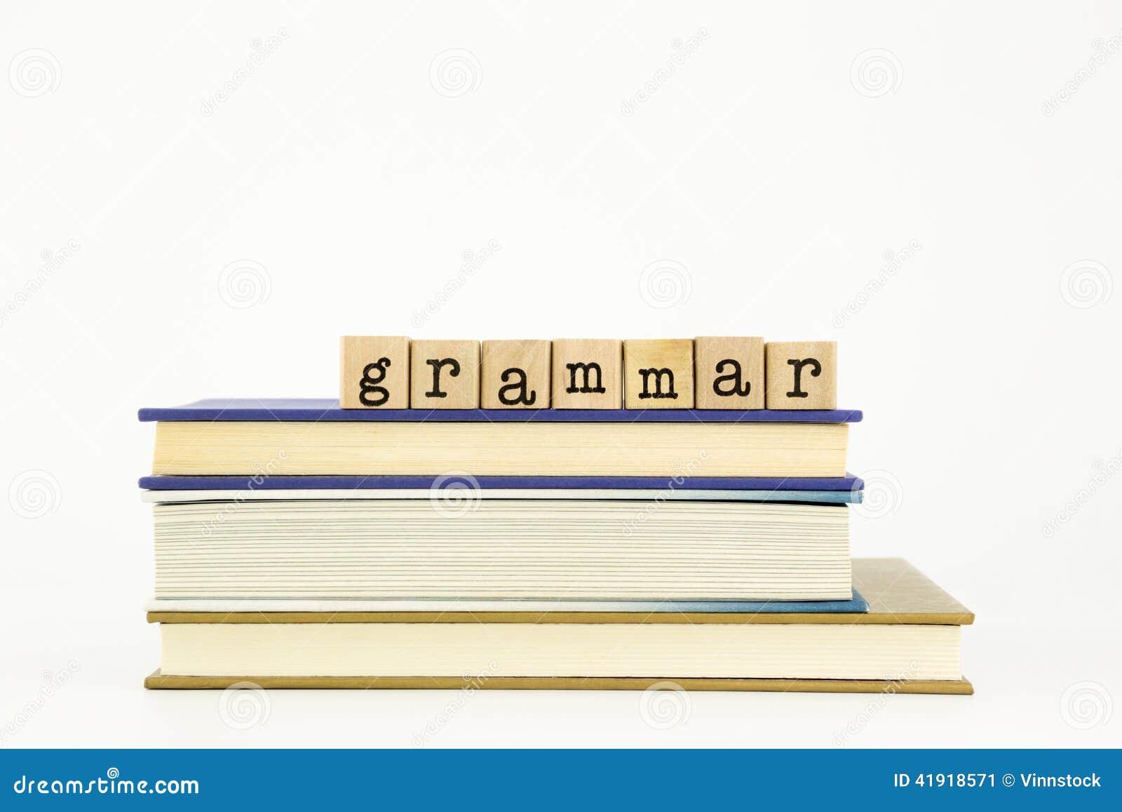 Palabra de la gramática en sellos y libros de madera