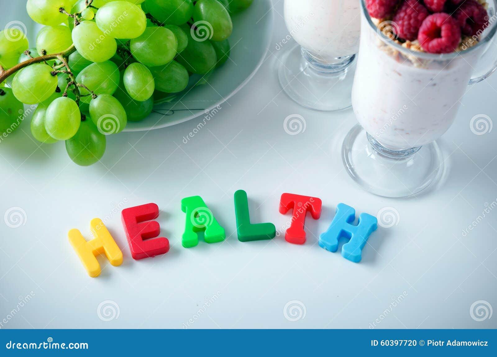 Palabra de la salud compuesta de letras con los imanes
