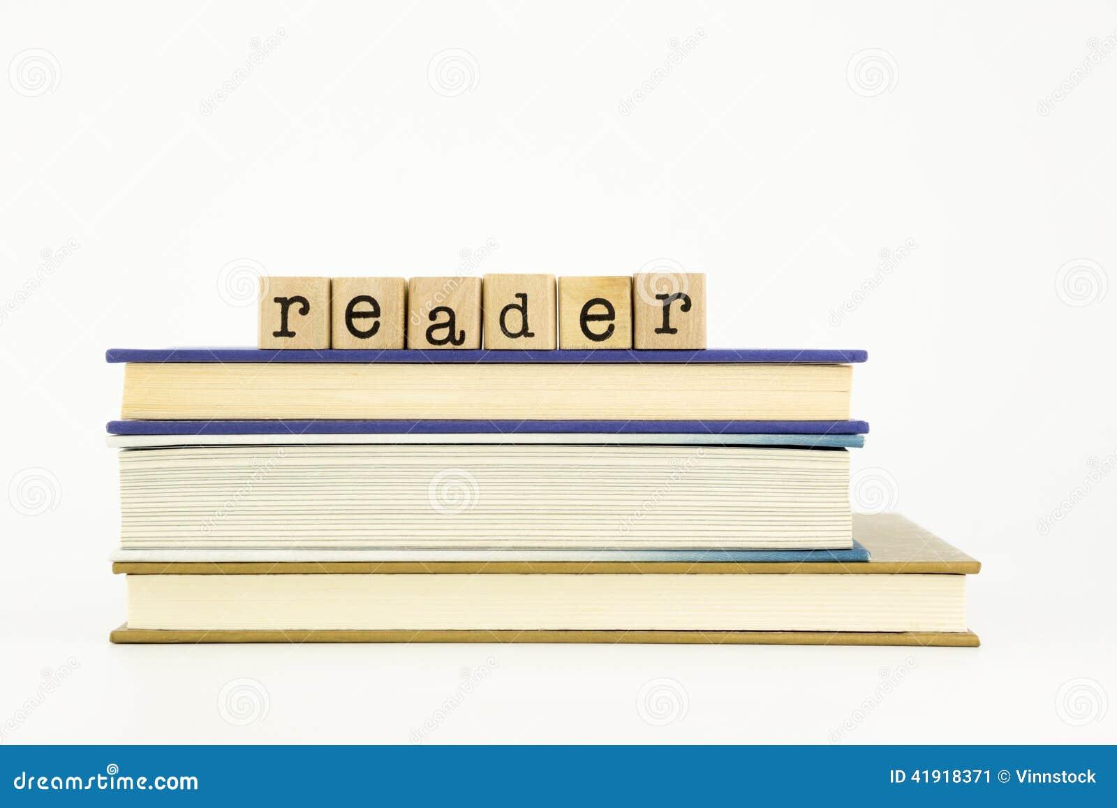 Palabra del lector en sellos y libros de madera