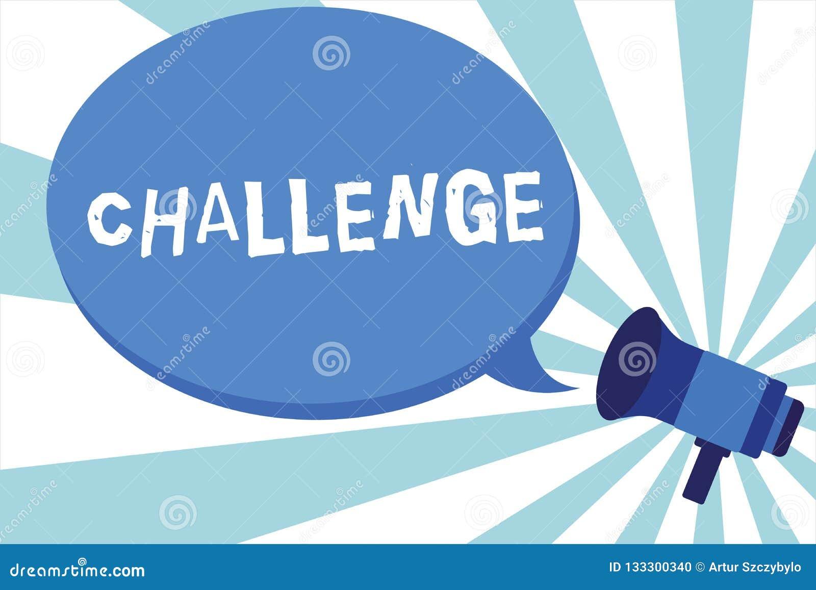 Palabra que escribe desafío del texto El concepto del negocio para la llamada alguien a participar en megáfono competitivo del go