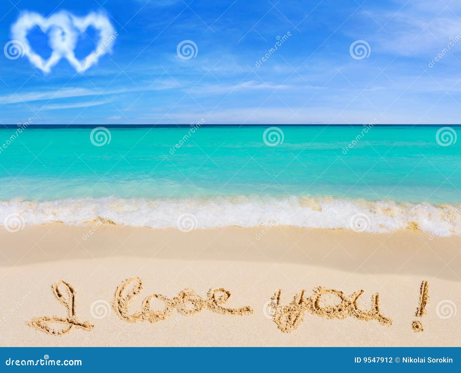 Te Amo En La Arena De La Playa: Palabras Te Amo En La Playa Foto De Archivo
