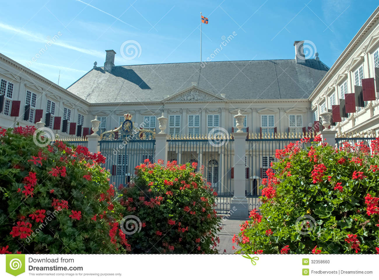 Palace huis ten bosch editorial image image 32358660 for Huis ten bosch hague