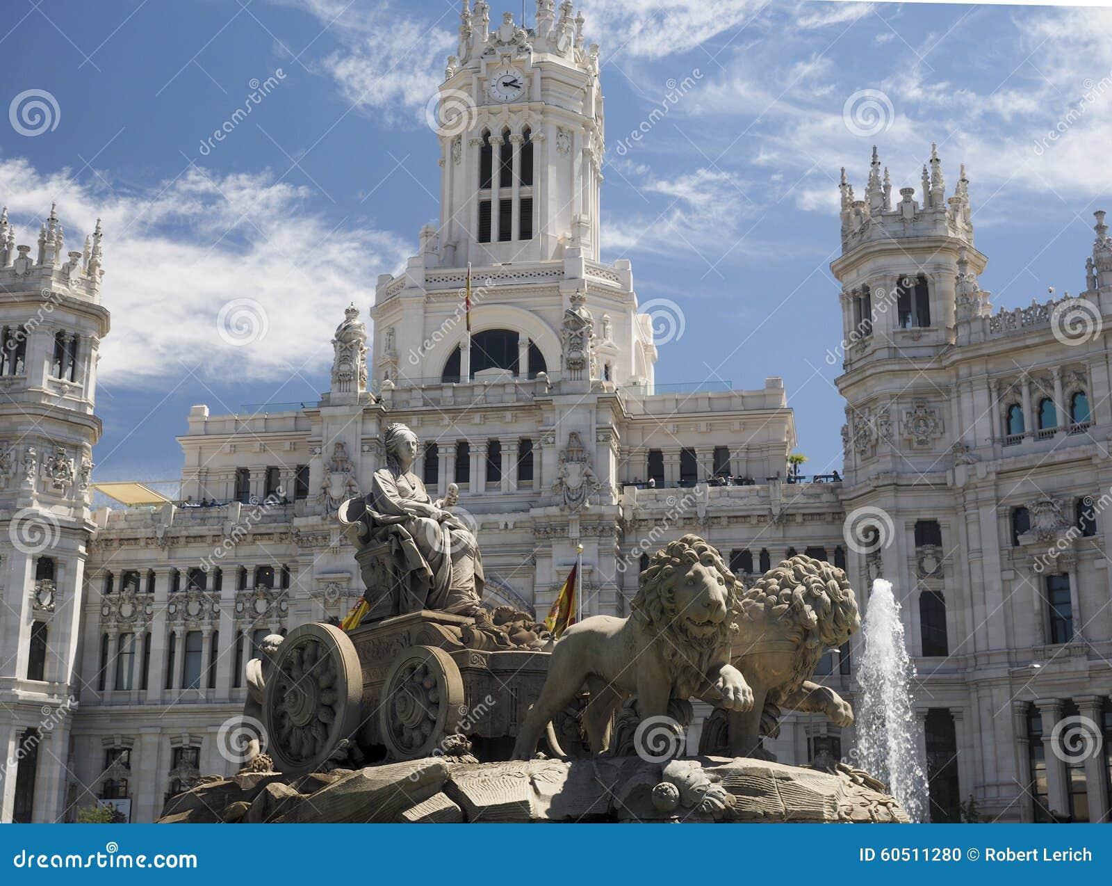 Palacio de Cibelas med statyn och springbrunnen Madrid Spanien