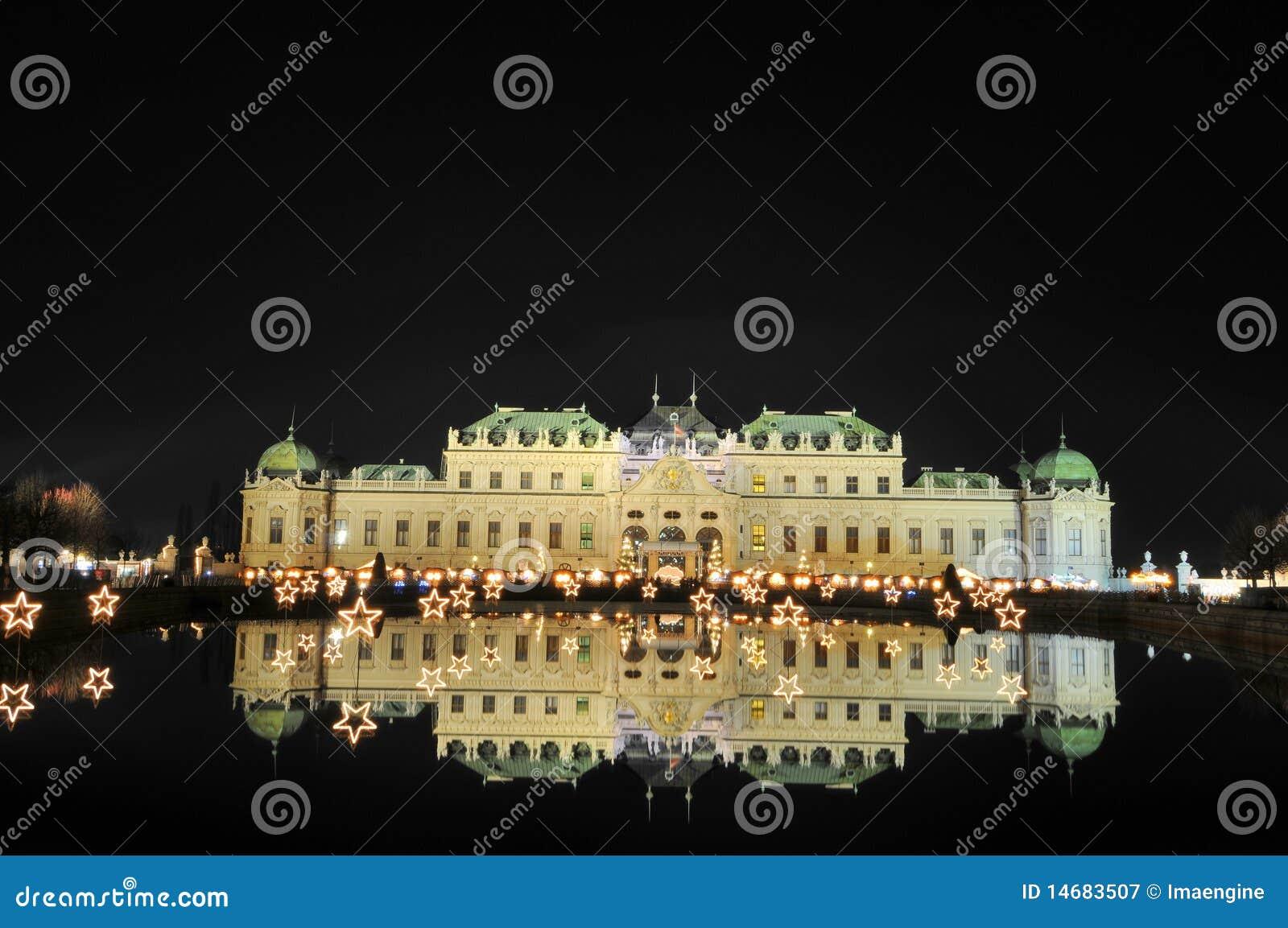 Palacio del belvedere por noche