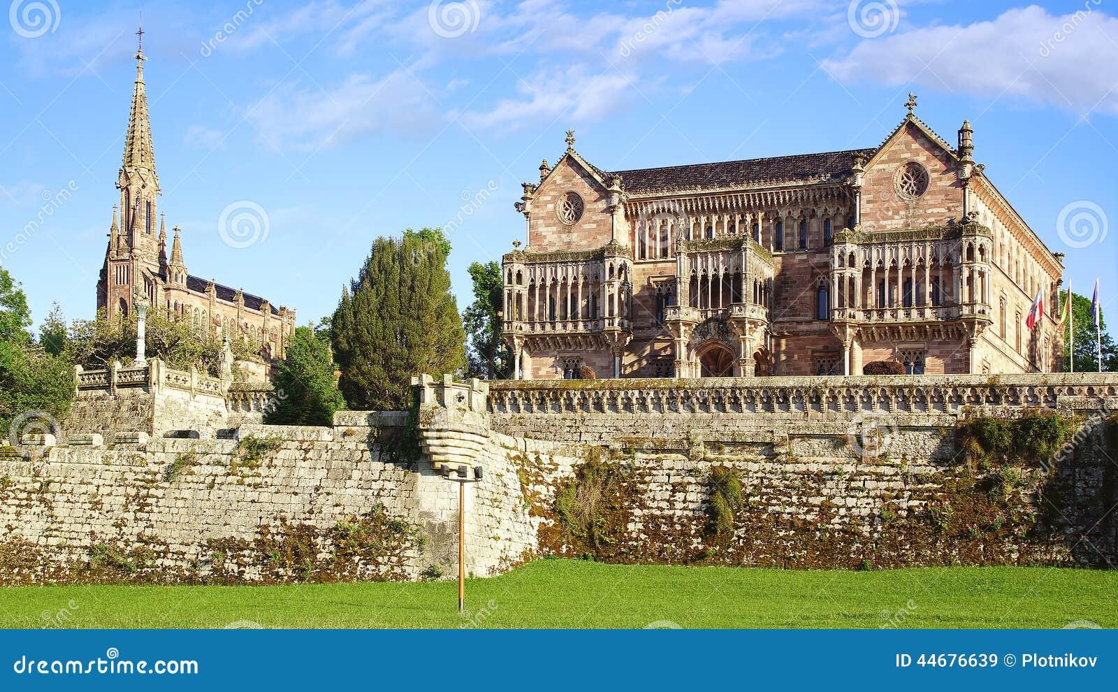 Palacio Sobrellano imagen de archivo. Imagen de ruina - 44676639