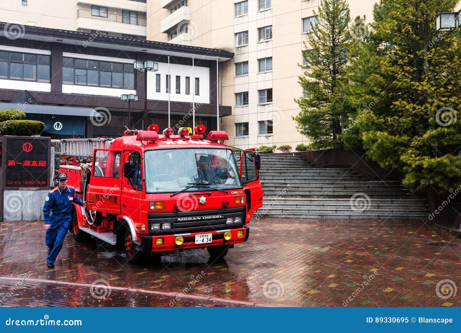 Palacza oficer gasi ogienia