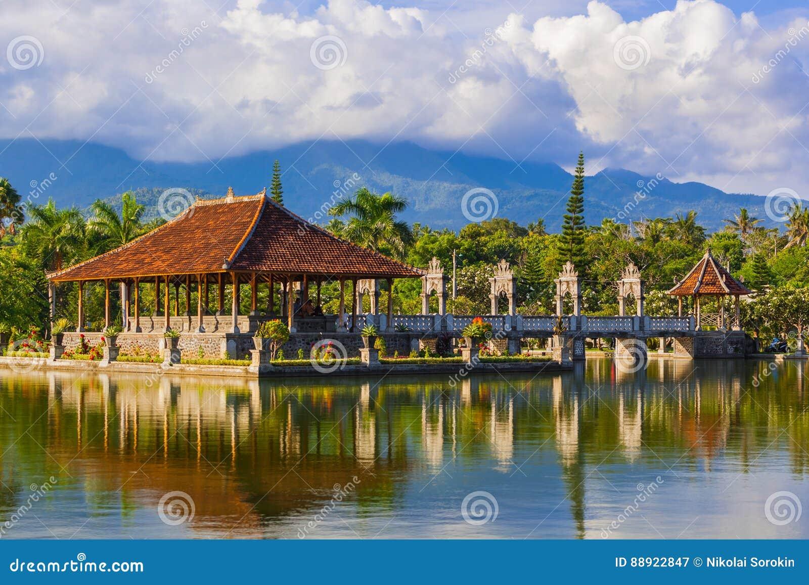 Palais de l eau Taman Ujung en île Indonésie de Bali