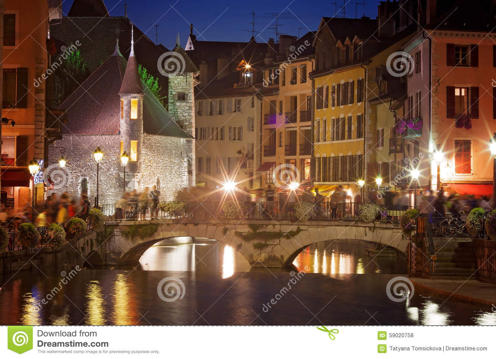 Palais de l isle na noite em Annecy - França
