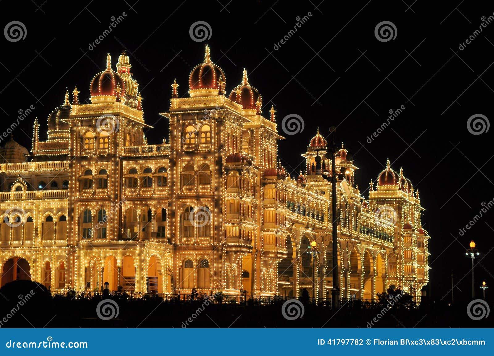 Carte De Linde Mysore.Palais De Mysore Dans L Inde Illuminee La Nuit Photo Stock Image