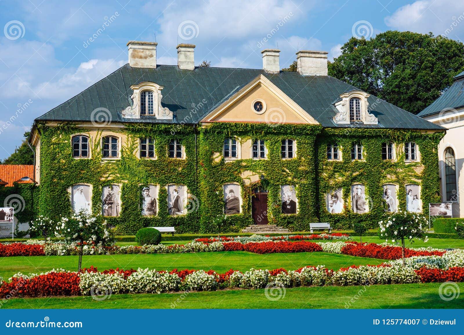 Palais de Zamoyski dans Kozlowka C est un grand complexe rococo et néoclassique de palais situé dans Ko