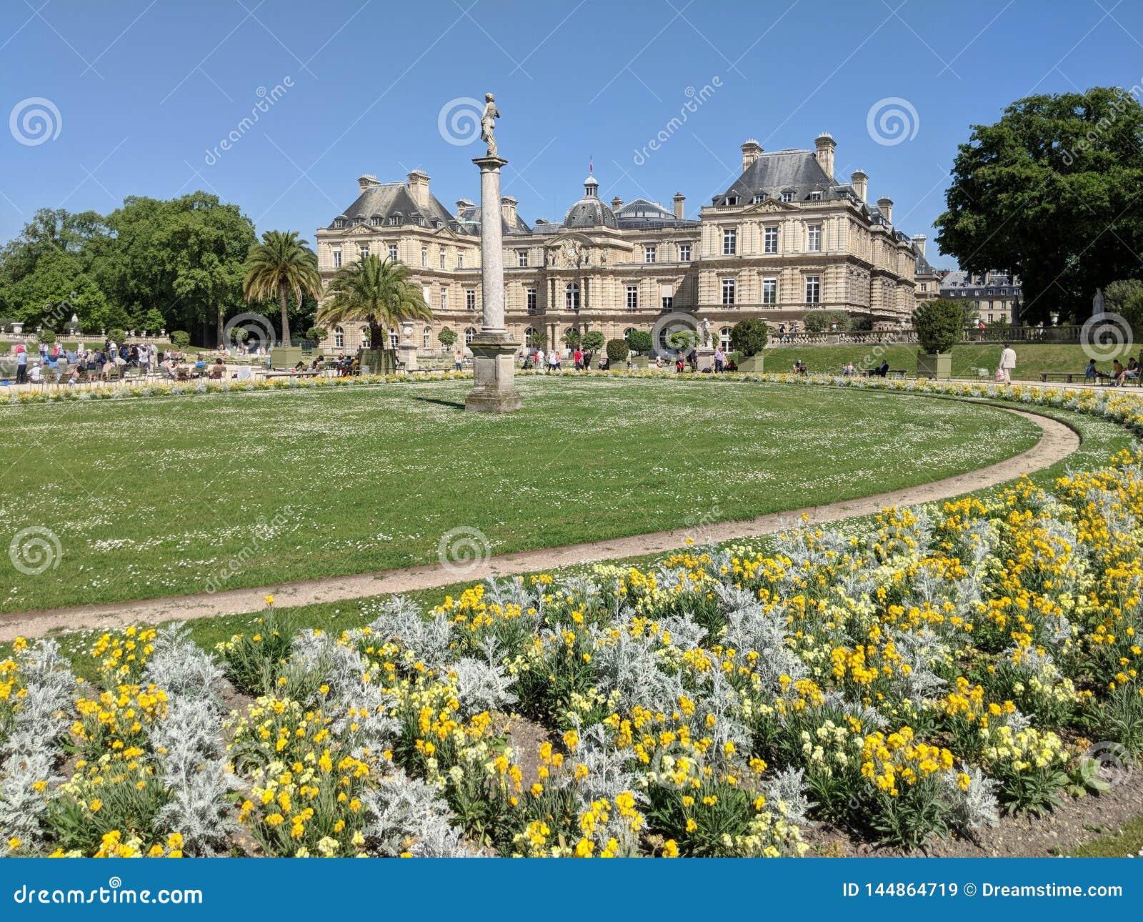 Palais Du Luxemburgo en primavera