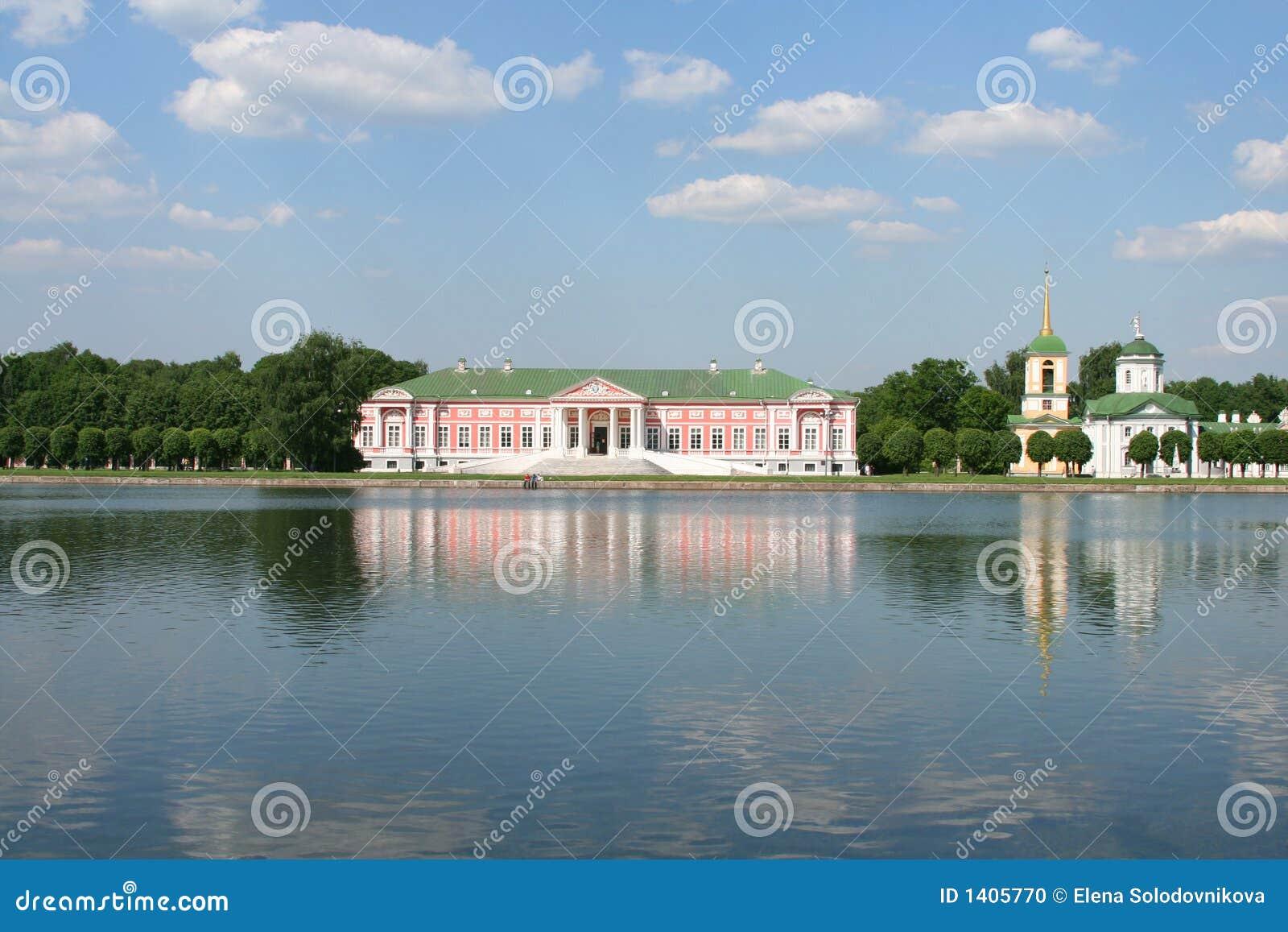 Palais et église au musée-patrimoine Kuskovo, monument des 18